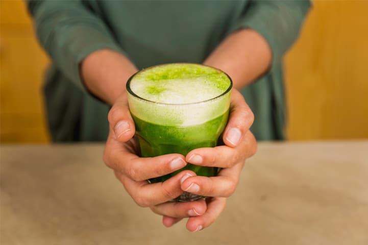 Confira dicas e receitas de como fazer suco detox em casa