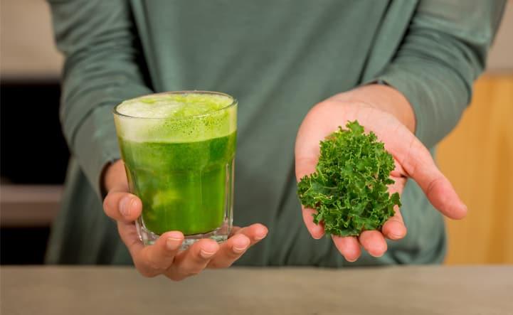 Descubra quais são os benefícios do suco verde
