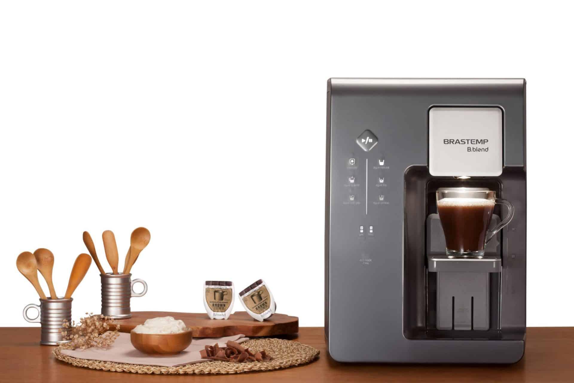 Máquina de fazer chocolate quente: a experiência de uma cafeteria no conforto da sua casa