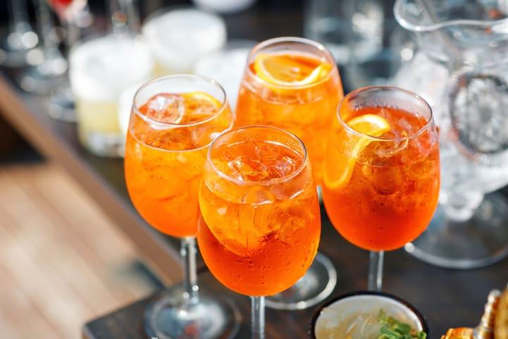 Receita de spritz: confira duas formas de preparar este drink em casa