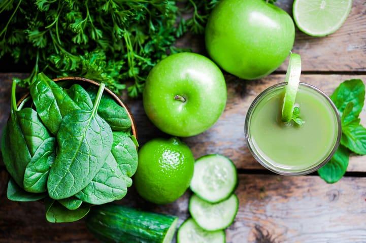 Conheça os benefícios dos sucos funcionais e confira 3 opções de receitas