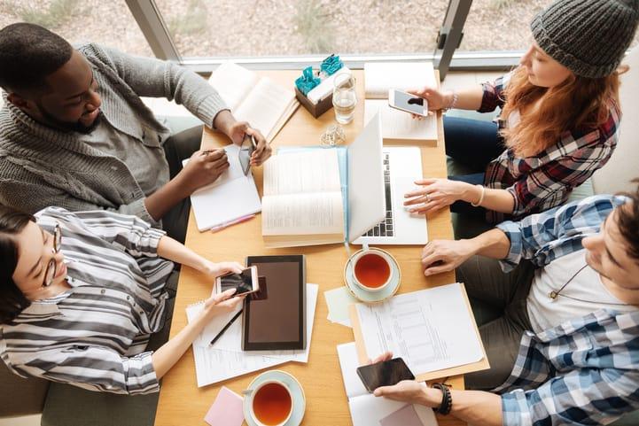 Geração Z no mercado de trabalho: o que muda e como retê-la?