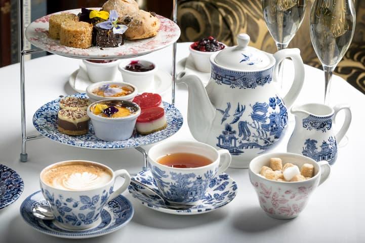 Conheça a história do chá da tarde inglês e saiba como prepará-lo