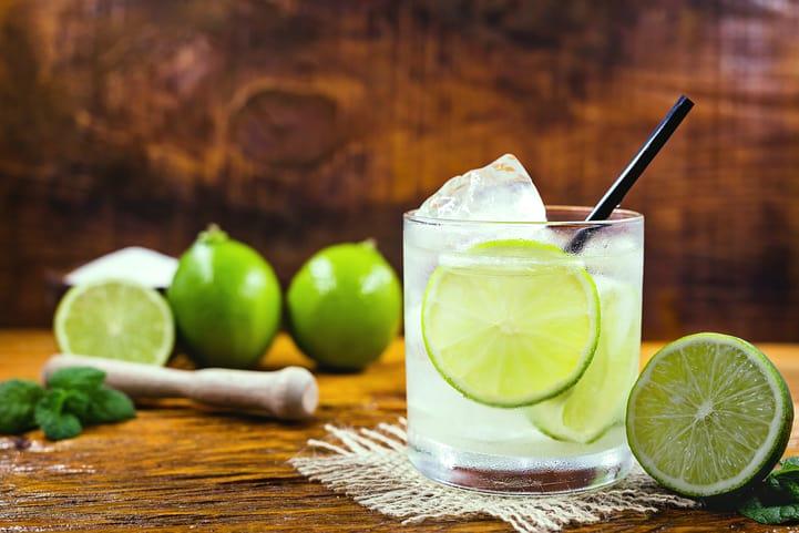 Receita de caipirinha: 4 receitas para preparar em casa
