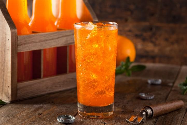 Aprenda 3 maneiras de preparar refrigerante de laranja em casa!