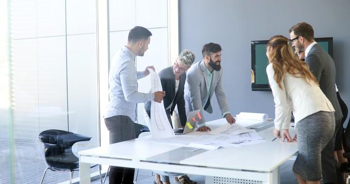 Como planejar, conduzir e concluir uma reunião de equipe