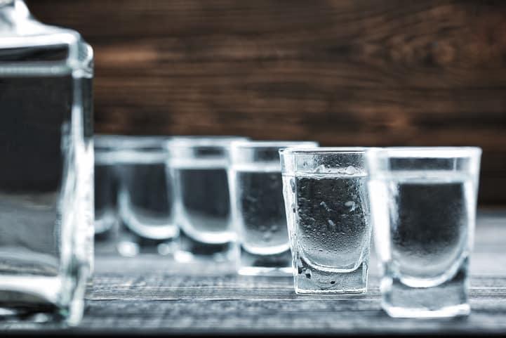 O que é bebida destilada: exemplos e processo de produção