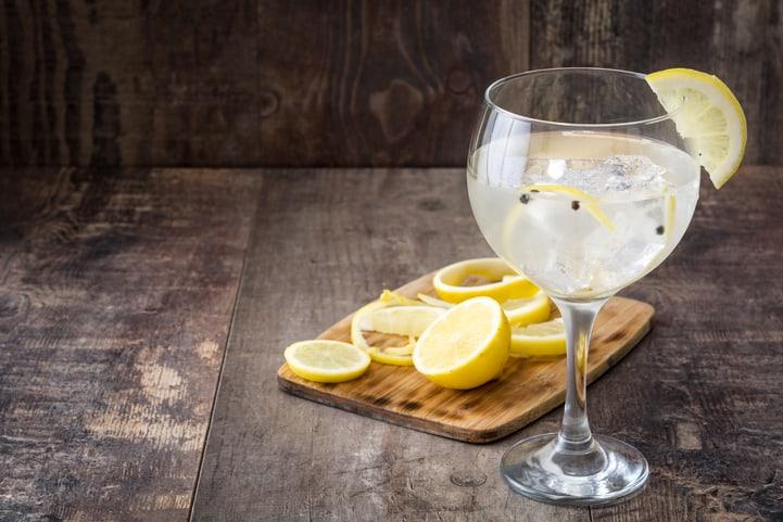 Drink com gin e chá