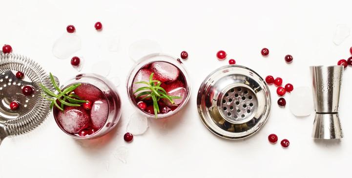 Saiba como preparar gin com chá de frutas vermelhas