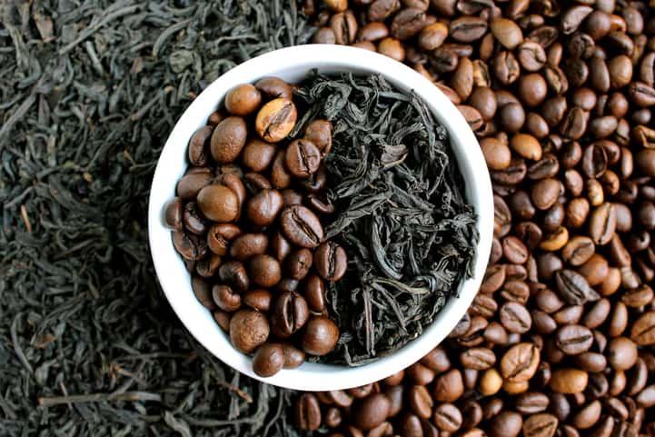 Chá ou café? Conheça as vantagens e desvantagens dessas bebidas