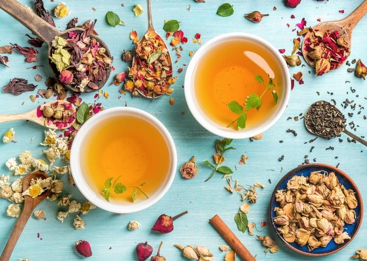 Chá tem cafeína? Venha saber mais sobre essas bebidas deliciosas