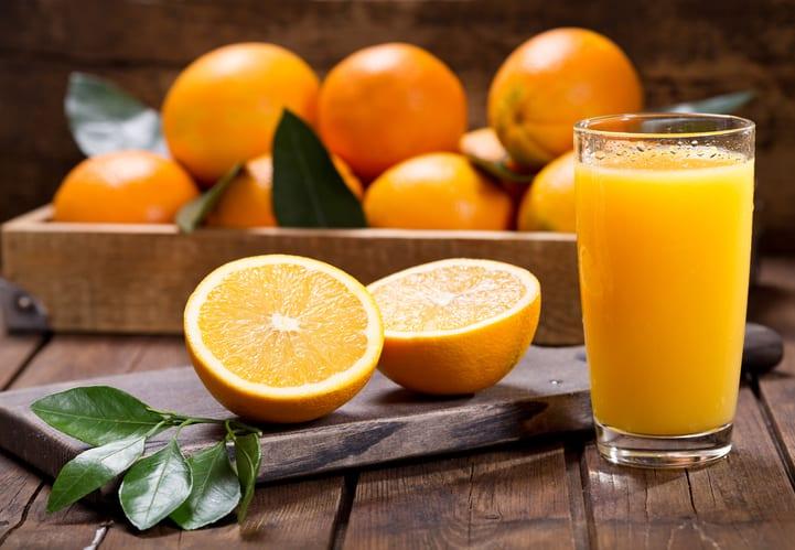 Você sabe como fazer suco de laranja sem espremedor?