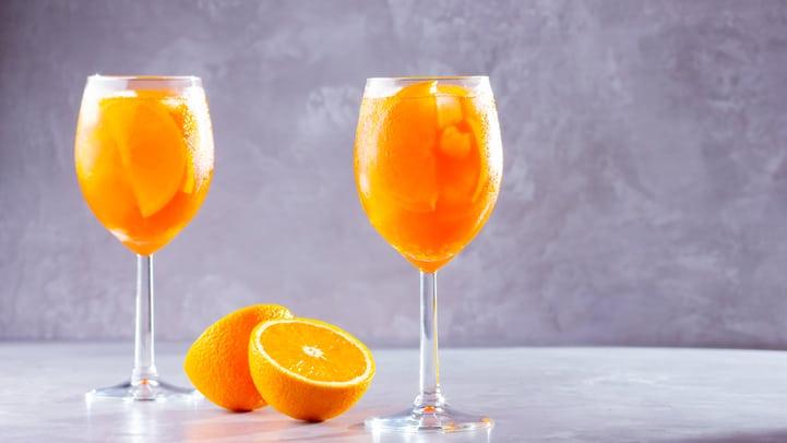 Aprenda a fazer drink com suco de laranja e arrase nos preparos