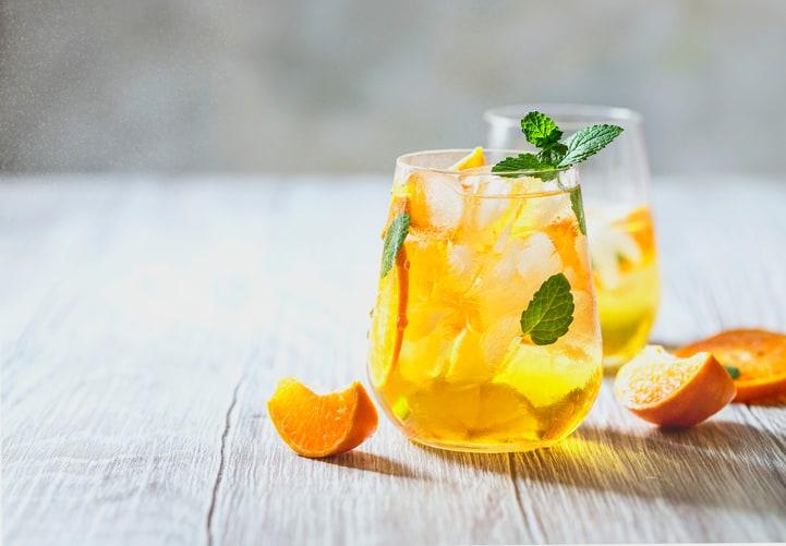 drink com suco de laranja e gin