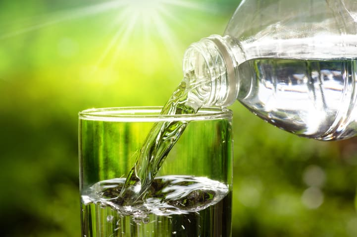 Você sabe quantos litros de água devemos beber por dia?