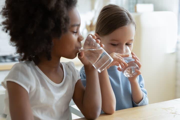 tomar água