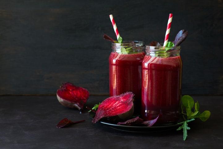 Confira os benefícios do suco de beterraba e prepare-o em casa