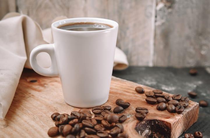Quais são as vantagens de tomar café sem açúcar?